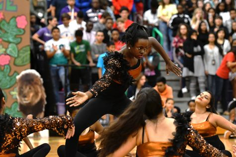 First Pep Rally Gives Students a Big Welcome